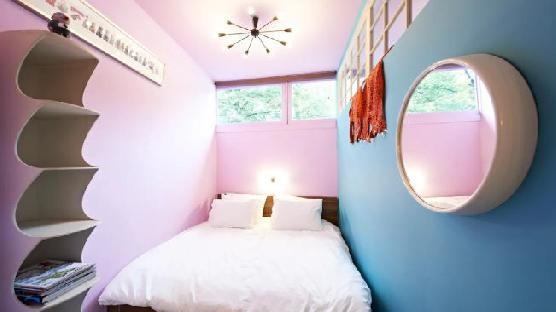 Three designer rooms in Trendy Pijp