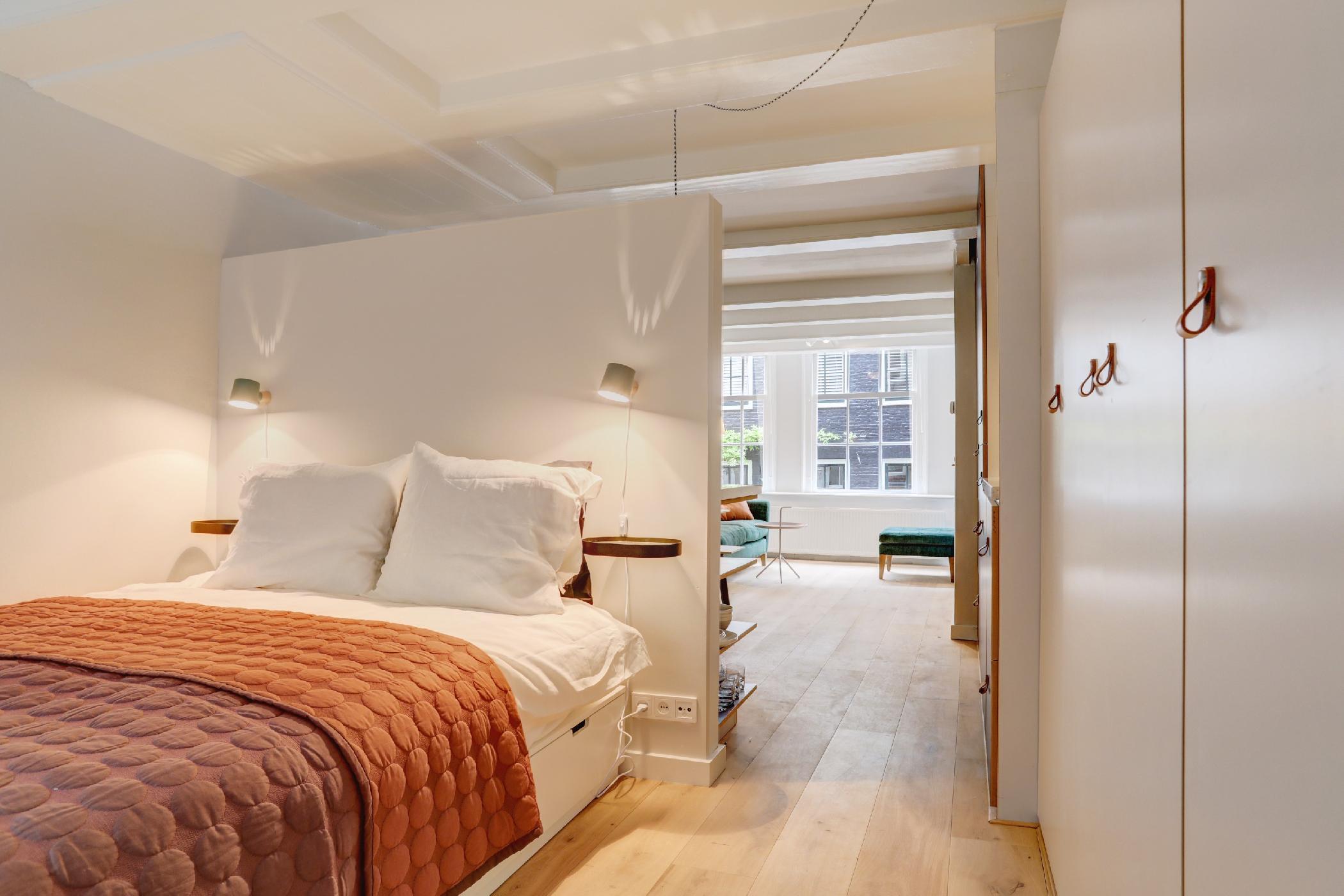 Cosy Jordaan studio Amsterdam photo 22454655